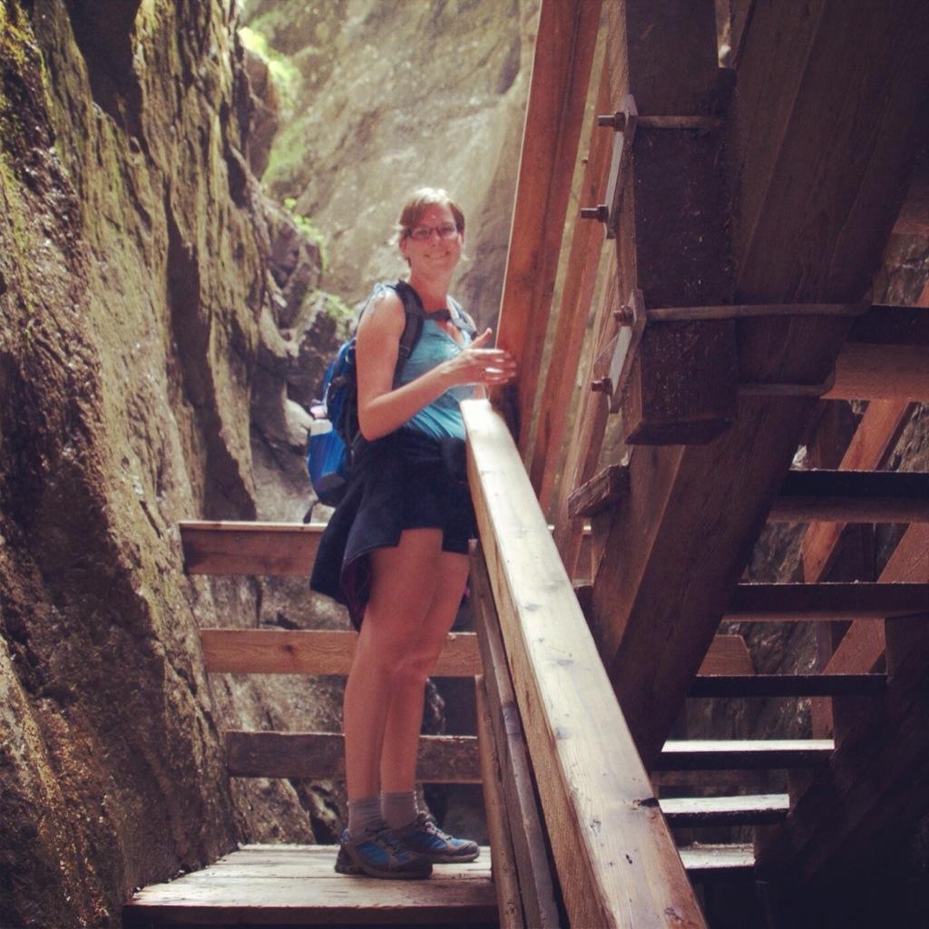 Marcella in een kloof in Salzburgerland, Oostenrijk