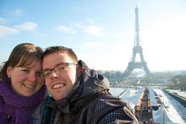 Samen bij de Eiffeltoren in Parijs