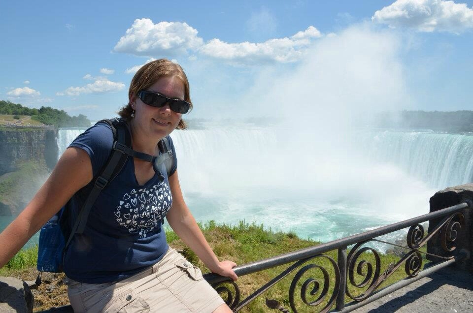 Marcella bij de Niagara falls in Canada