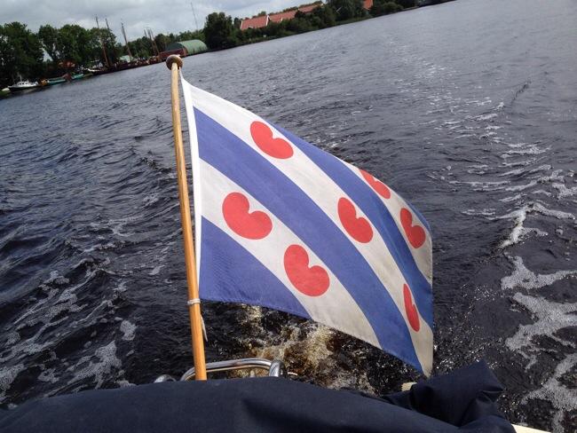 Friese vlag op het water