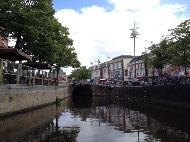 Het centrum van Leeuwarden vanuit de sloep