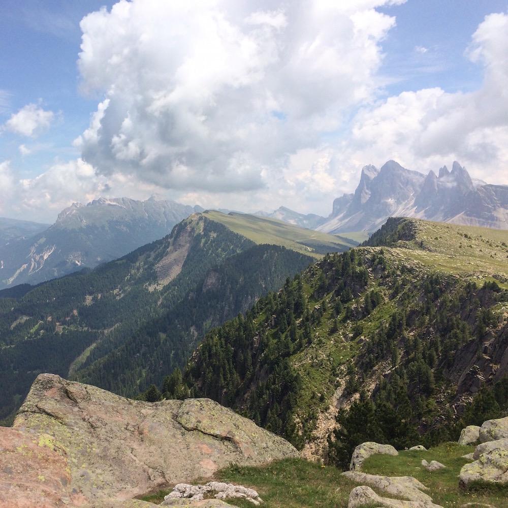 Raschotz - uitzicht op bergen