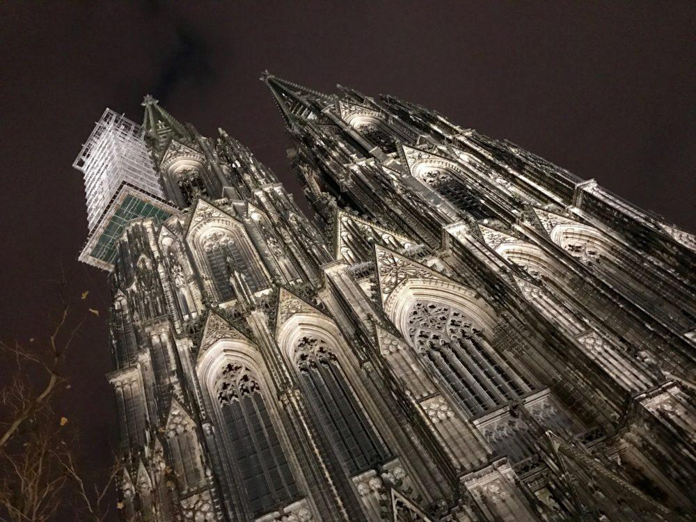 De Dom van Keulen bij nacht